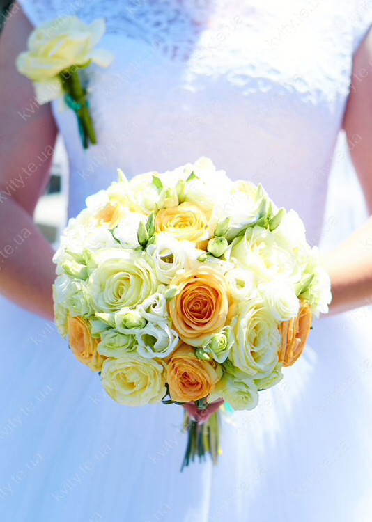 Скільки квітів дарують на весілля?