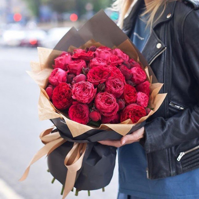 Які квіти люблять дівчата?
