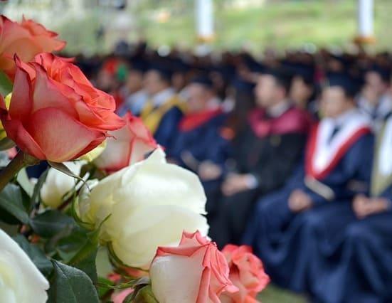 Доставка квітів на випускний день