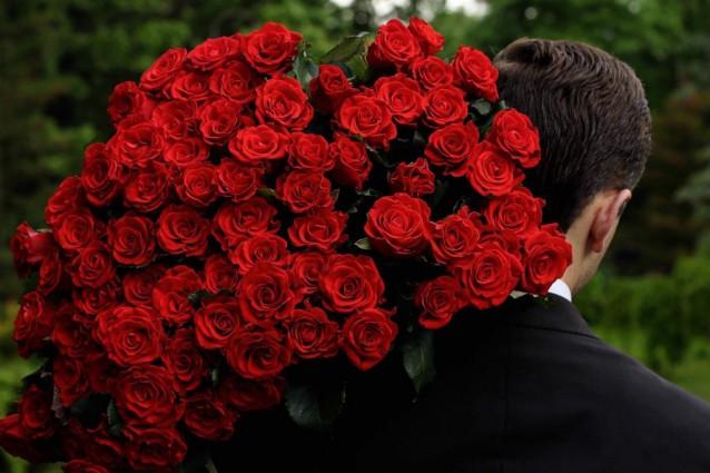 Скільки квітів дарують на день народження?