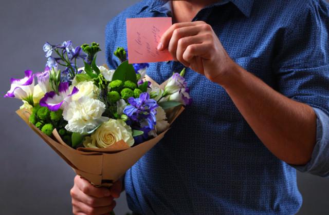Доставка квітів з кур'єром